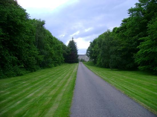 Castle Hotel Huntly: The driveway