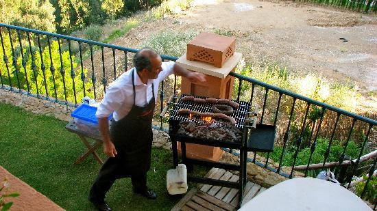 The Marbella Heights Boutique Hotel: Francisco doing barbeque the Argentinian way