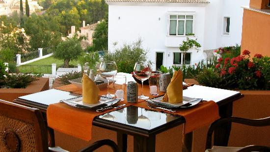The Marbella Heights Boutique Hotel: Dinnertime on the veranda