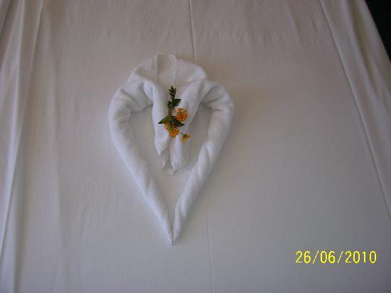 SENTIDO Zeynep Resort : Bed decoration left my maid