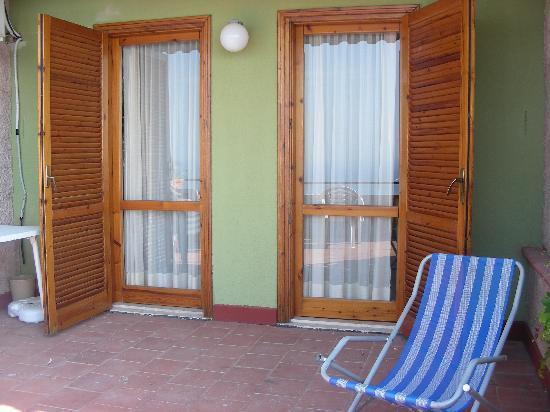 Portefinestre dell 39 appartamento al terrazzo foto di - Porte e finestre lissone ...