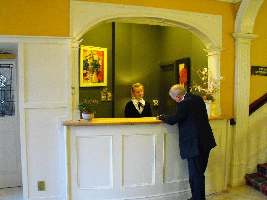 Cahir House Hotel: Reception
