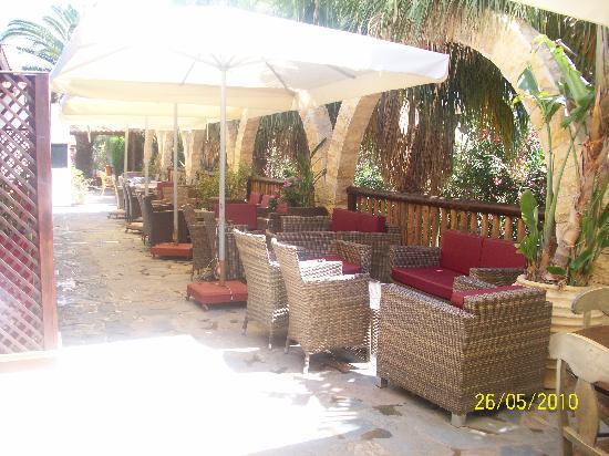 Nelia Beach Hotel: Seating area