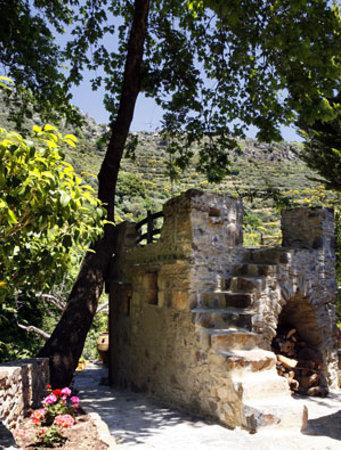 Milia Mountain Retreat : Based at the beautiful restored village of Milia