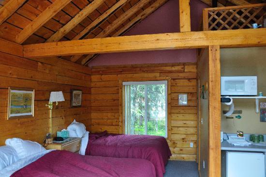 Alaska Redfish Lodge: Inside Cabin