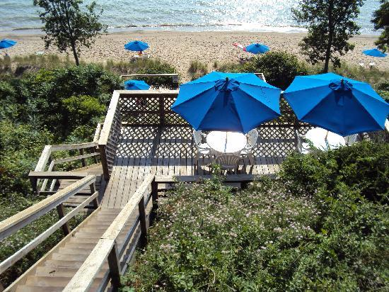 Lake Shore Resort: 90 steps to be exact, but interspersed with decks/chairs