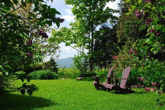 A la Chouette : Jardin enchanteur avec ouverture sur les champs