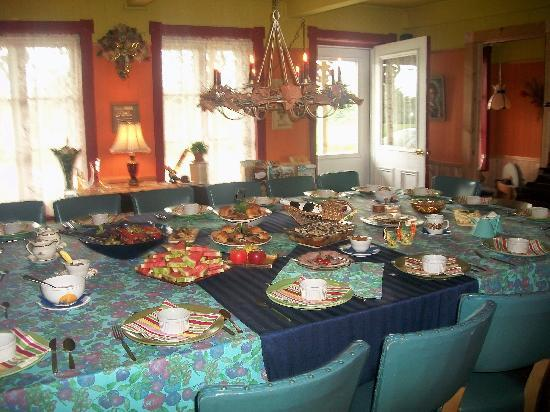 Gîte Le Ravenala: The table was beautifully prepared - and the food was absolutely delicious