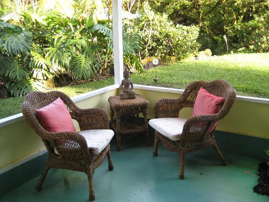 Coconut Cottage Bed & Breakfast: Our Patio