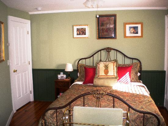 Stirling House Bed and Breakfast: The romantic French Room - For lovers only