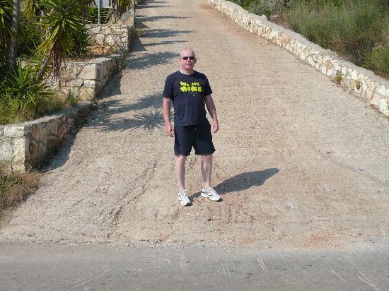 Meganisi Villas: The steep drive up to the villa !!