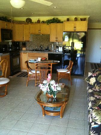 Castle Molokai Shores: Kitchen, dining, living room