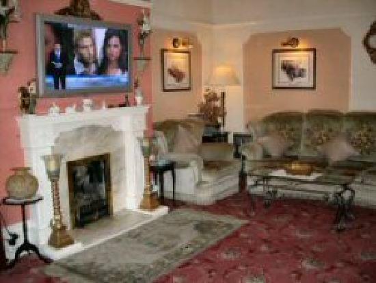 Pembroke Hotel: Guest Lounge