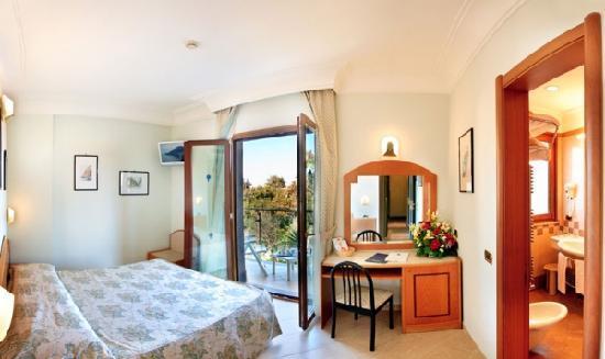Comfort Hotel Gardenia Sorrento Coast: Room