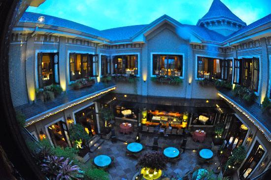 هوتل جرانو دي أورو: Restaurant and Courtyard