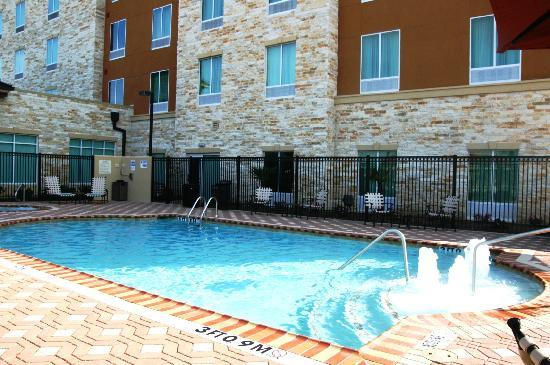 Hilton Garden Inn Houston West Katy Mills: Our Pool with Water Feature!