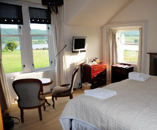 Colintraive Hotel : Loch view room