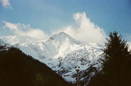 Chalet Orée du Bois : The mountains in one direction from the front yard.