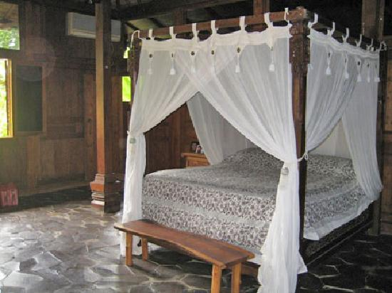 Lovina Beach Houses: All of our bedrooms have 4-poster beds and extra beds are available.