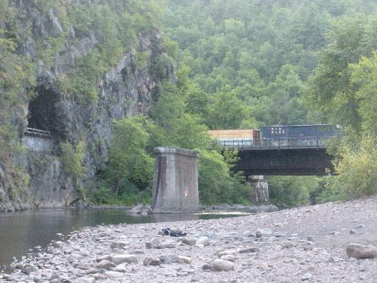 Jim Thorpe, PA: gorge water, trains and tunnels, 5 min from town by bike