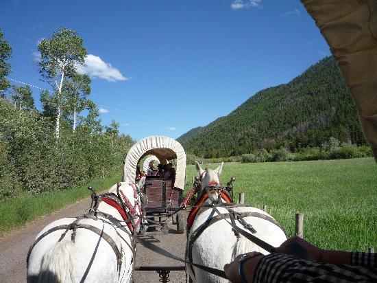Moose Creek Ranch: Heading Out - Bar T5 Chuck-Wagons
