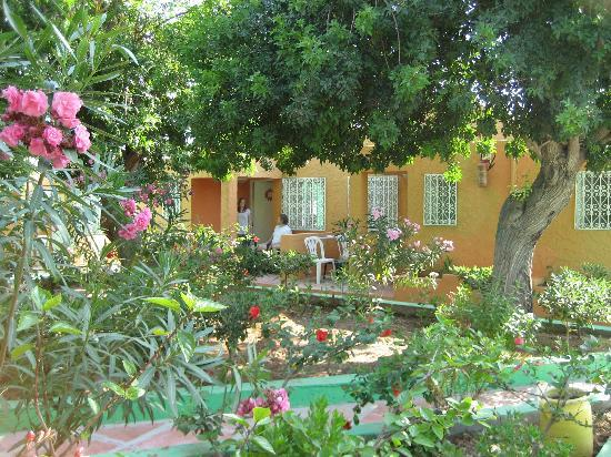 Samira Club: Vi bodde i block C, orange