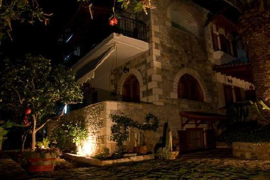 Stoupa, Grecia: Anna Maria Studios at night