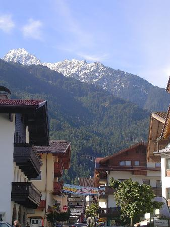 Sporthotel Strass: Mayrhofen high street
