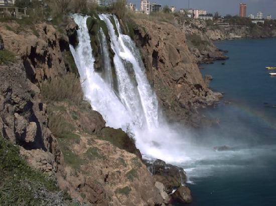 Titanic Beach Lara Hotel: wasserfall in antalya - ausflugsziel
