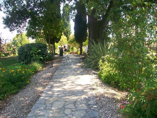 Corfu Chandris Hotel : walking around the gardens