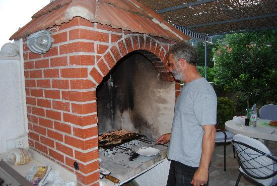 ‪‪Villa Kamenica‬: Tomislaz cooking dinner‬