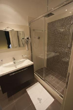 Rome Armony Suites: Bathroom