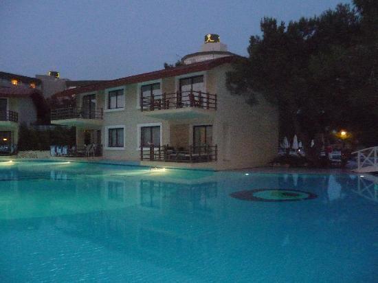 فندق تيتانيك ديلوكس بيتش آند سبا: pool just one of many