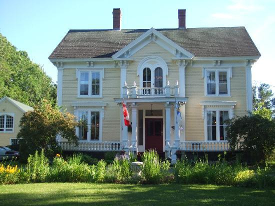 Hillsdale House Inn: That needs painting over the porch :-)
