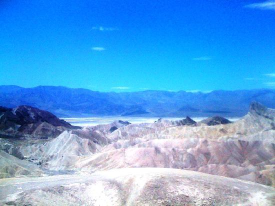Death Valley National Park, CA: Schlammberge im Vordergrund