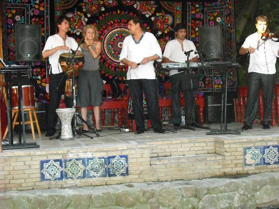 Nairi Hotel : ristorante tipico uzbeco