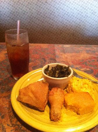 Dye's Gullah Fixin's : Fried chicken, collards, mac n cheese