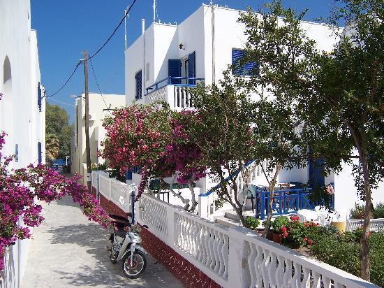 Atlas Boutique Hotel: rechts das Hotel mit Blick zur Strandpromenade und Strand