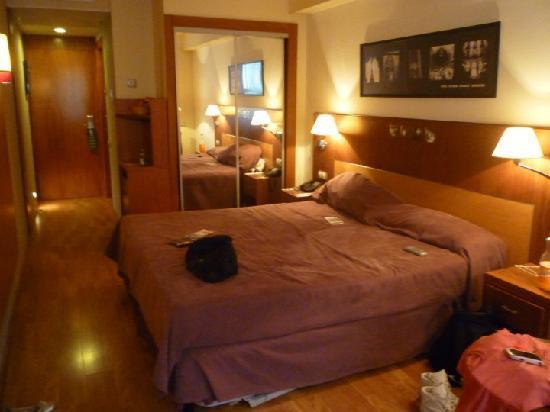 Evenia  Rosello: Large room
