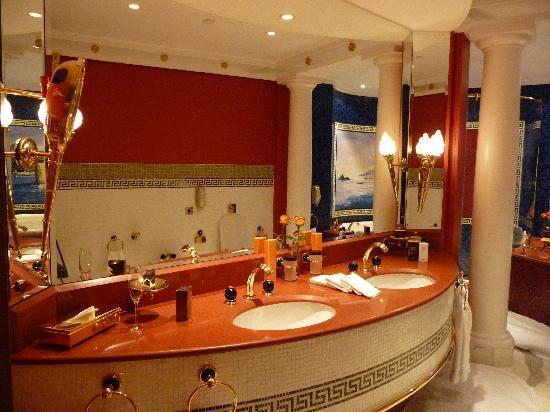 Burj Al Arab Jumeirah : El baño de la habitación más sencilla