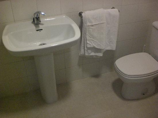 Don Salva Apartments: Toilet photo 2