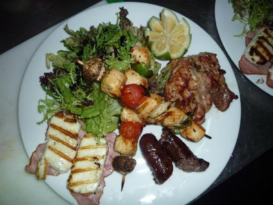 Taps Bar & Grill : Mixed Grill