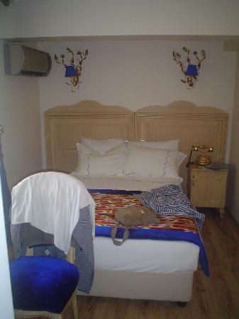 Diva's Hotel: Tamaño REAL de la habitación. 4 estrellas