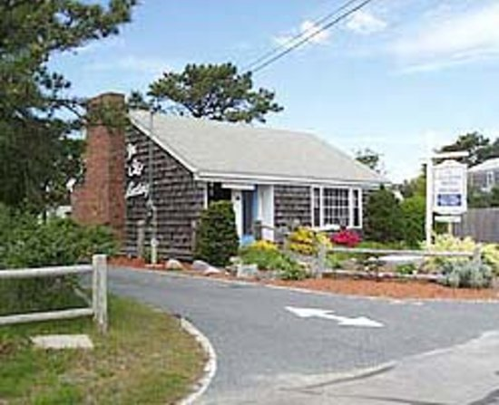 Dennis Port, MA: Lobby Cottage