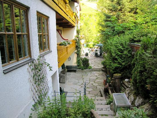 Wellnesshotel Mitterwirt: Garten und Terrasse