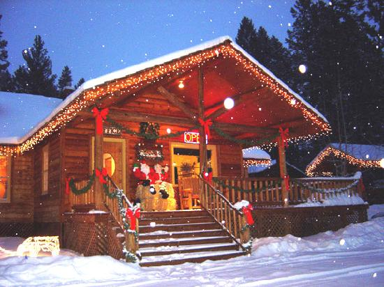Somers Bay Log Cabin Lodging: Christmas at the Cabins