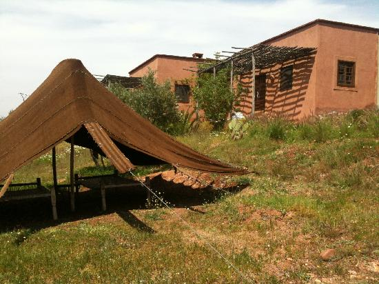 Ferme d'hote Akrich: Aussen mit Zelt