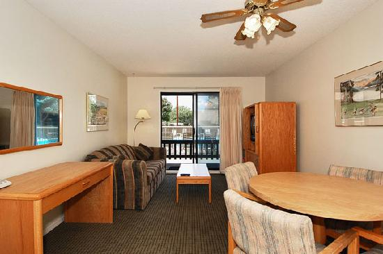 Mission Park Inn : Lower level poolside unit