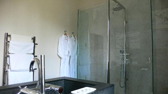 Hellifield, UK: Square en-suite  bathroom