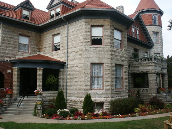 The Mansion at Elfindale Bed & Breakfast: Northeast Corner view